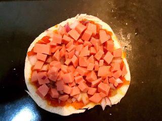 剩馒头的春天  馒头火腿披萨,再撒上一层火腿丁