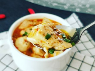 素烧豆花,来一勺尝尝,又嫩又滑,麻辣鲜香 来一碗米饭就好