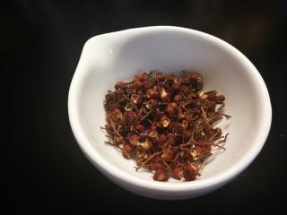 秋冬滋补篇:老母鸡白果海参汤,花椒放这个的四分之一量