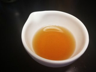 秋冬滋补篇:老母鸡白果海参汤,黄酒留一半备用