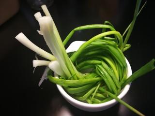 秋冬滋补篇:老母鸡白果海参汤,葱打结