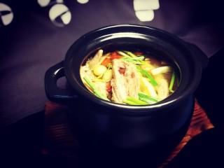秋冬滋补篇:老母鸡白果海参汤,美味滋补润肺的白果鸡汤完成!
