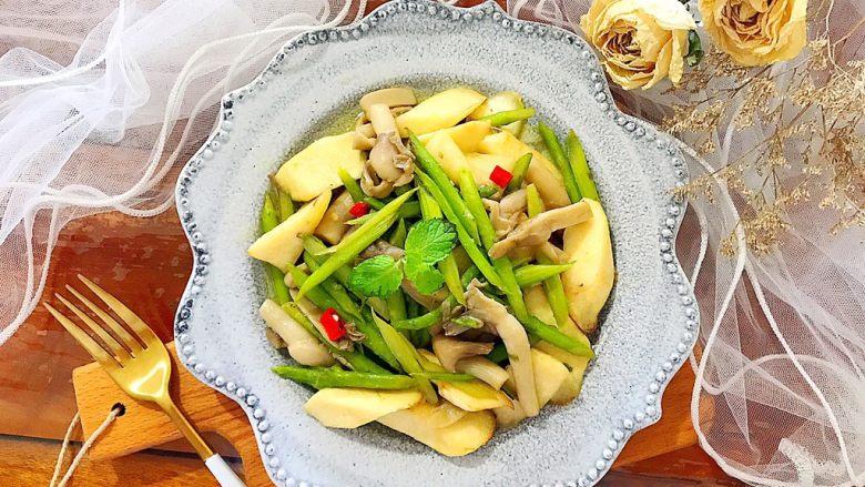 一清二白芦笋茭白炒平菇