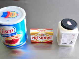 超级好用的脱模油(三种版本),从左到右分别为酥油、黄油、猪油。
