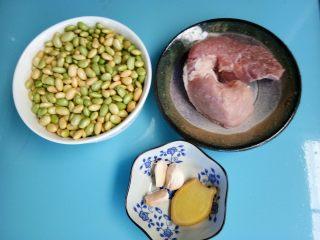 毛豆炒肉丁,准备好所有材料。