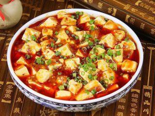 麻婆豆腐,出锅后,可以撒少许花椒面