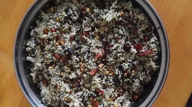 侗家社饭的做法,刚出锅的社饭