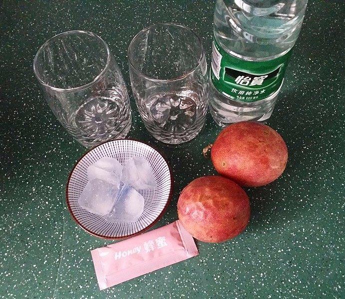 百香果蜂蜜水,备好食材