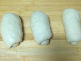一次发酵吐司面包,3个剂子全部卷好