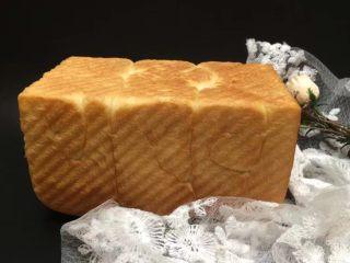 一次发酵吐司面包,美味的吐司面包就好了,烤箱烤的面包的确比面包机的要更好吃,教程分享完毕
