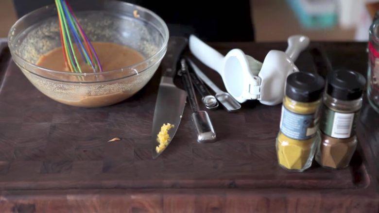 自制烤沙爹牛肉串,撸串在家撸!,所有准备好的材料,混合好搅搅搅