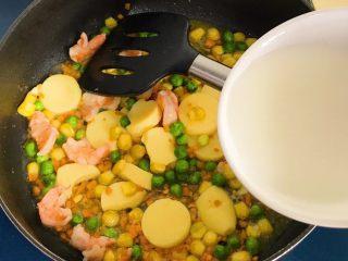 八宝油条,加适量盐、鸡精、鲍鱼汁(没有就不放),倒入水淀粉勾芡