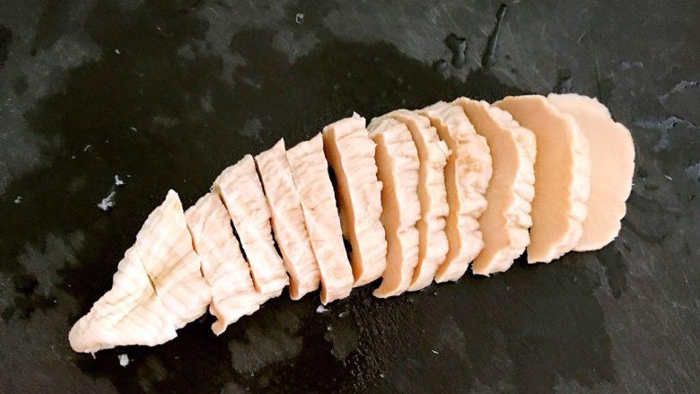 笋干烧五花肉,把笋干切成5㎜左右厚的片