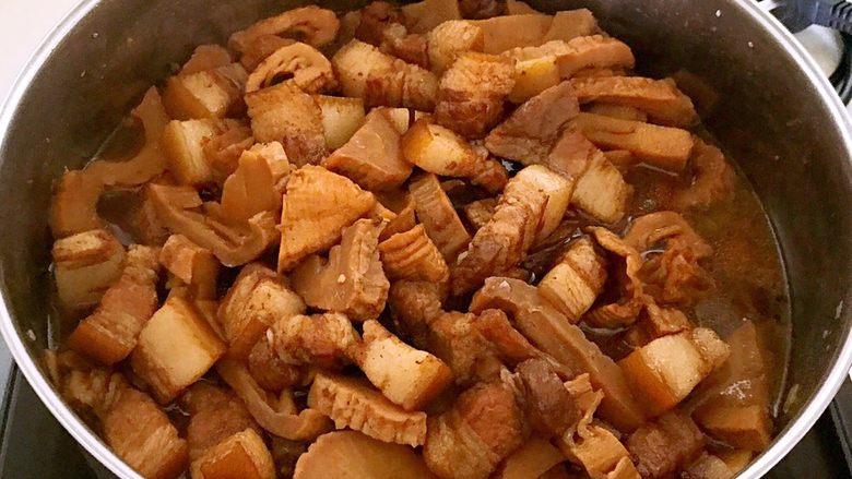 笋干烧五花肉,笋干和五花肉熟了