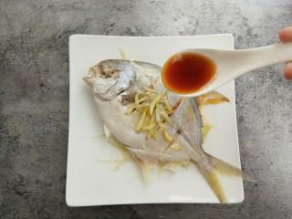 清蒸金昌鱼,均匀的浇在金昌鱼上
