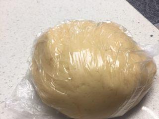 七夕献礼~香芋桃花酥,油皮材料搅拌机里揉至光滑 要出膜 松弛30分钟