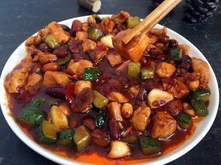 宫保鸡丁,超级好吃,两碗米饭不成问题,超级简单吧,真的比外面的好吃、又省钱又健康、哈哈。