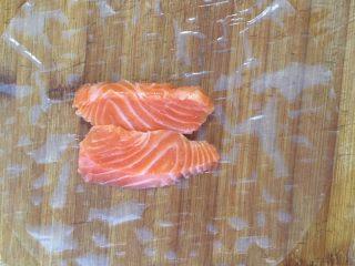 减脂低热量越南春卷,放上三文鱼中段刺身