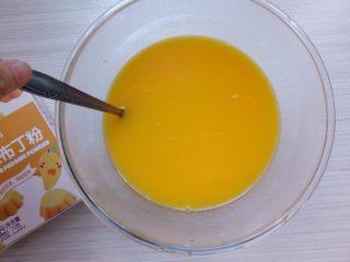 芒果布丁棉花糖,加入沸水,搅拌均匀,然后转奶锅稍微煮沸即可