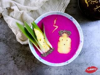 水果酸奶花样制作,玉米凤梨:火龙果+酸奶+凤梨+奇亚籽