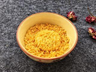香糯南瓜饼,最后裹上一层面包糠。