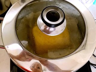多层南瓜蒸馍,放入锅内,开锅后蒸10分钟