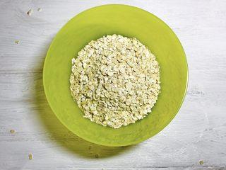 人人夸赞的燕麦香蕉卷,即食燕麦准备好。