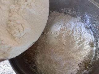 芝心南瓜麻球,加入200g的糯米粉