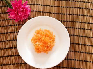 胡萝卜西兰花炖蛋,胡萝卜洗净刨丝
