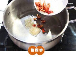 糯米糖藕,加入水,冰糖,红枣。