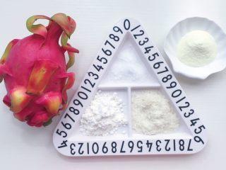 火龙果牛奶小方,食材准备:火龙果一个 配方奶300ml 玉米淀粉50克 白砂糖 25克 面包糠适量(我家椰蓉刚好用完就用面包糠代替了 效果上没有什么区别)