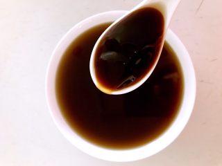 捞汁莜面,加入蚝油
