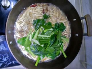 油菜肉丝面,面条八九成熟加入油菜,稍微加热即可出锅
