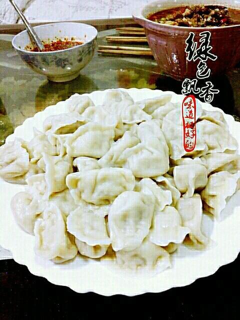 韭菜鸡蛋馅饺子,美味的饺子出锅了