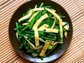 蛋皮炒韭苔,蛋皮炒韭苔做好了
