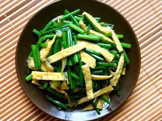 蛋皮炒韭苔,韭苔甜脆,蛋皮鲜香,非常棒的一道素菜