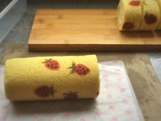 草莓蛋糕卷,切草莓卷