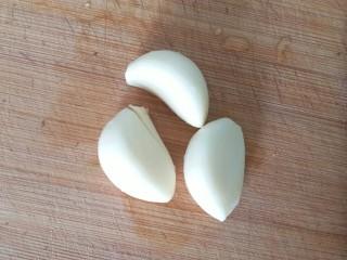 万能的土豆+飘香小土豆,准备好大蒜