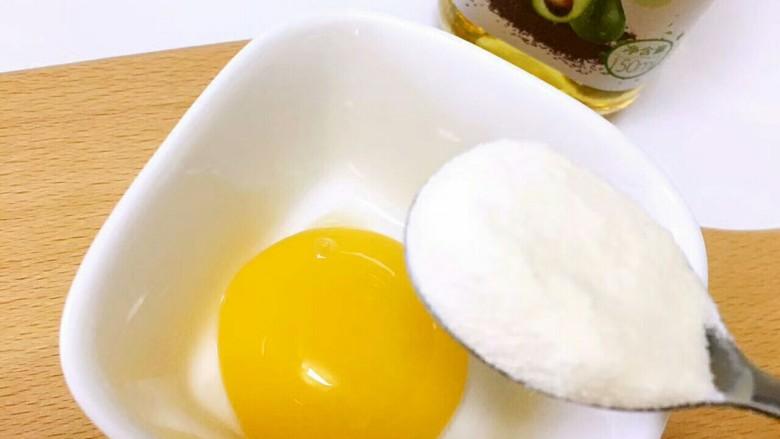 豆腐虾糕, 蛋黄加一小勺面粉适量清水搅匀备用