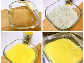 豆腐虾糕,小蒸碗刷好黑芝麻牛油果油(方便脱模)将搅拌好的食材盛入碗中铺平、淋好蛋黄液;盖好保鲜膜上锅蒸大约15分钟