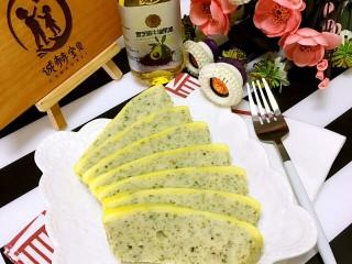 豆腐虾糕,常温后脱模切块(条、片状均可)食用