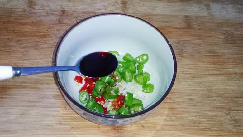 凉拌茄子,加入味极鲜3勺