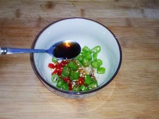 凉拌茄子,加入香醋1勺