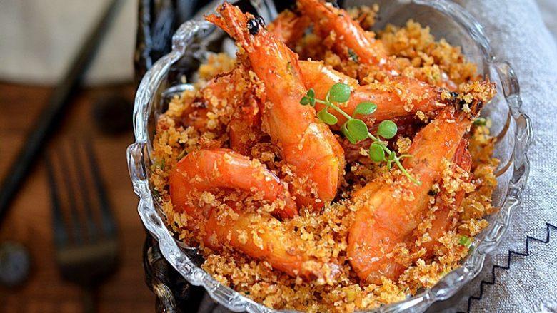 避风塘虾,盛出后趁热食用口感最佳