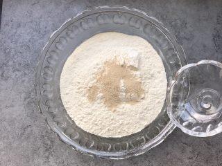香葱花卷~中式面点,酵母放入面粉中