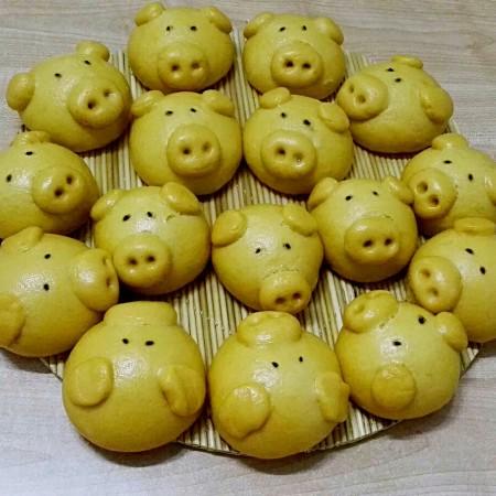 南瓜黄金招财猪馒头