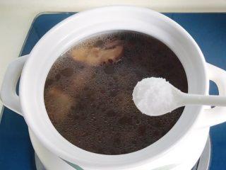 松茸花菇枸杞排骨汤,放适量盐,不确定放多少就尝下味道