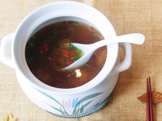 松茸花菇枸杞排骨汤,特别鲜美……