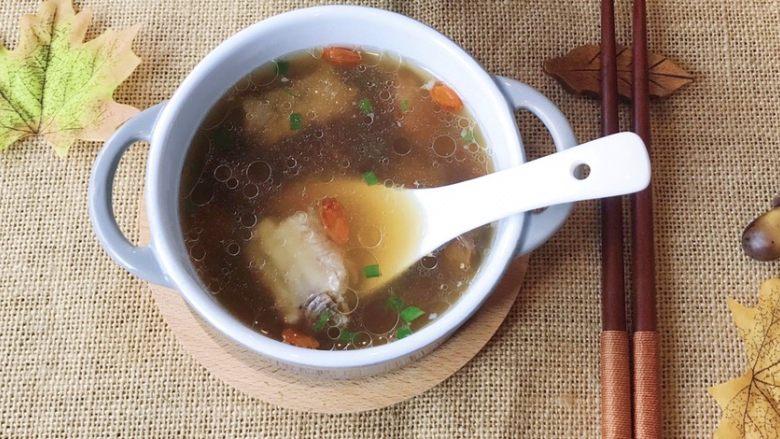 松茸花菇枸杞排骨汤