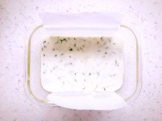 时蔬山药鸡蛋糕 宝宝辅食,将混合均匀的面糊倒入器具中,这里就不要再搅拌了